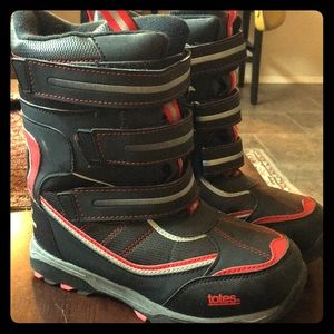 Totes Black and Red snow boots size 4